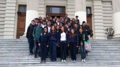 Hernán Albisu recibió en el senado a estudiantes secundarios de Trenque Lauquen
