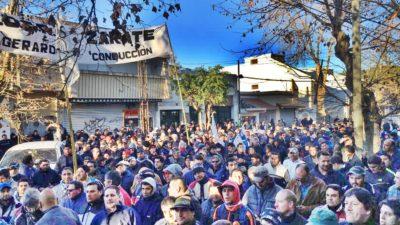 En Zárate realizaron una multitudinaria marcha exigiendo el tratamiento de la ley de Emergencia laboral en la provincia