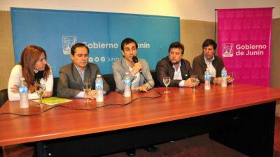 """Junín / Petrecca el primer intendente en poner en funcionamiento el programa """"La Escuela sale del Aula"""""""