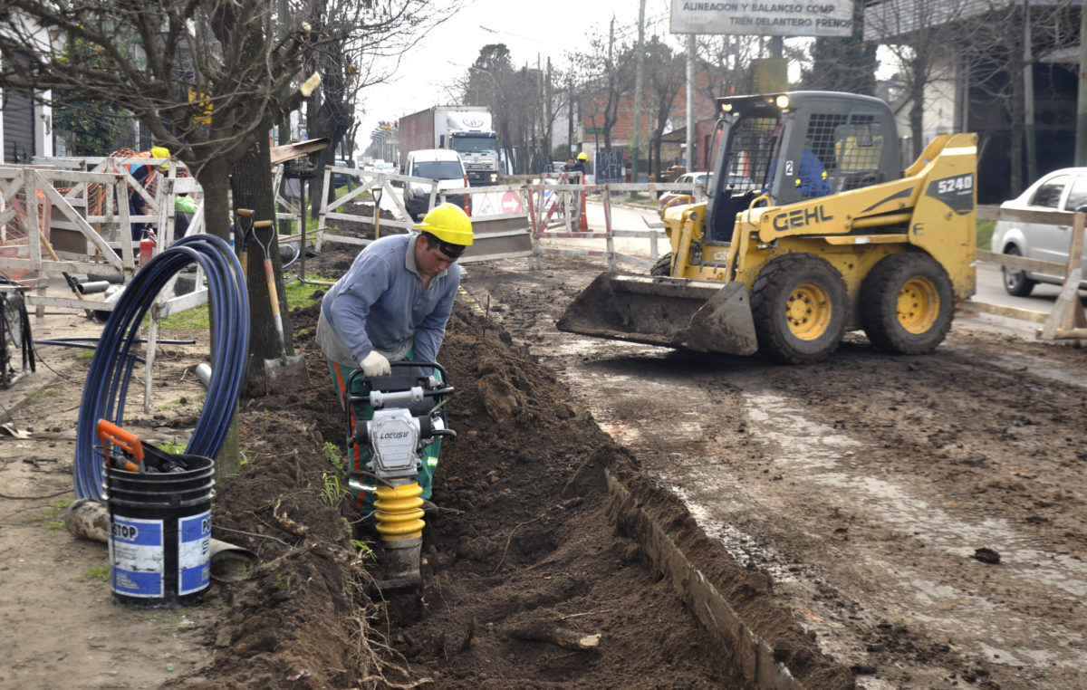 E. Echeverría / Avanza el agua potable en Monte Grande