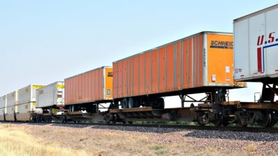 En el tren a Bahía Blanca probarían un sistema para trasladar semiremolques de camión en vagones
