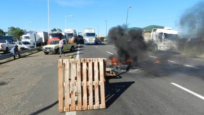 """Se acordó un incremento en la tarifa de transporte de cereal pero los """"Camioneros Autoconvocados"""" siguen con el paro"""