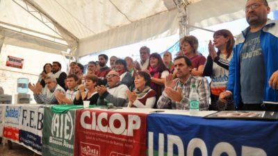 """Los docentes le meten presión a Vidal con una carpa frente a la gobernación """"está situación es inédita"""""""