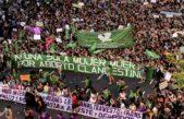 Con el verde y el violeta pararon las mujeres