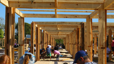 Cerca de 200 voluntarios de la Ong TECHO construyeron 20 viviendas para familias en situación de riesgo en Pergamino