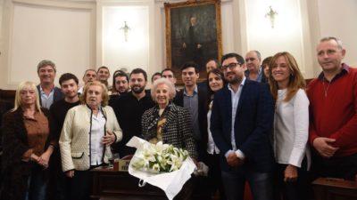 """Estela de Carlotto recibió el apoyo a la """"nominación como premio nobel de la paz"""" por el concejo deliberante de La Plata"""