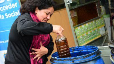 La Plata / Recolectan aceite de cocina usado para hacer biocombustible
