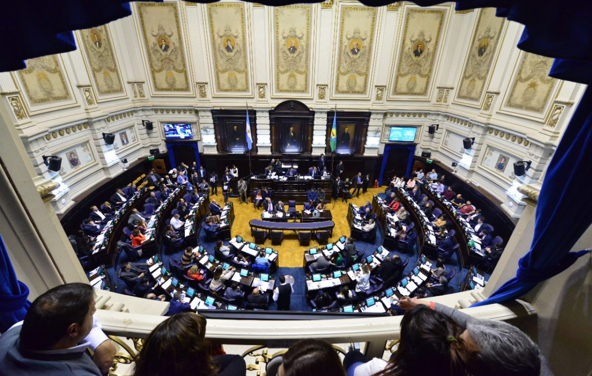 Vidal logró su cometido y los intendentes no podrán cobrar más las tasas en las tarifas de luz